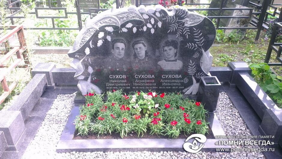 Памятник из гранита Конаково Эконом памятник Волна в камне Болохово